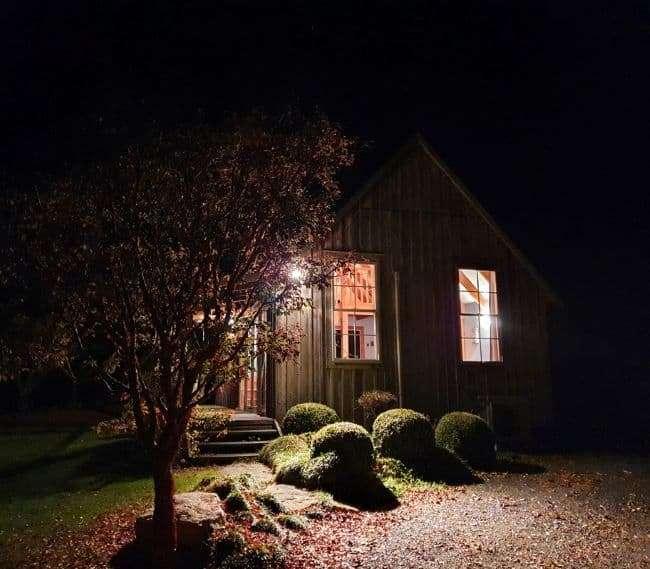 https://kamahi.co.nz/wp-content/uploads/Evening-at-Kamahi-Cottage.jpg