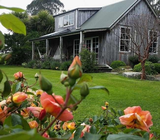 https://kamahi.co.nz/wp-content/uploads/Kamahi-Cottage-5-Star-farm-stay.jpg