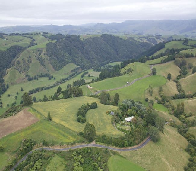 https://kamahi.co.nz/wp-content/uploads/Kamahi-Cottage-above-the-Waipa-River-valley.jpg