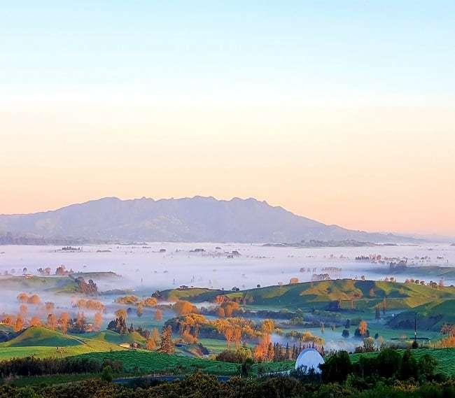 https://kamahi.co.nz/wp-content/uploads/Mt.-Pirongia-west-of-Kamahi-Cottage.jpg